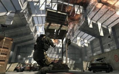 Pocos videojuegos han alcanzado las cotas de calidad y popularidad del multijugador de Call of Duty 4. El sistema de recompensas por ascenso, sus estupendos mapas, y su variedad de modos son las señas principales de su éxito.
