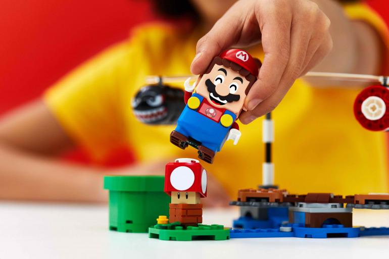 Nintendo está abriendo sus licencias a otros mercados, y uno de sus estrenos más recientes es LEGO Mario.