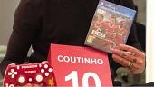 PES obsequia DualShock personalizado a Philippe Coutinho