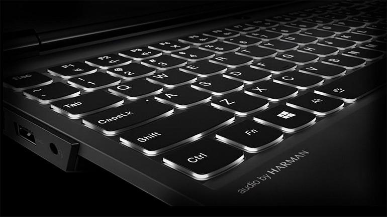 El teclado es una elección muy personal, pero indudablemente influye más en nuestra experiencia de juego en un equipo portátil que en uno de escritorio.