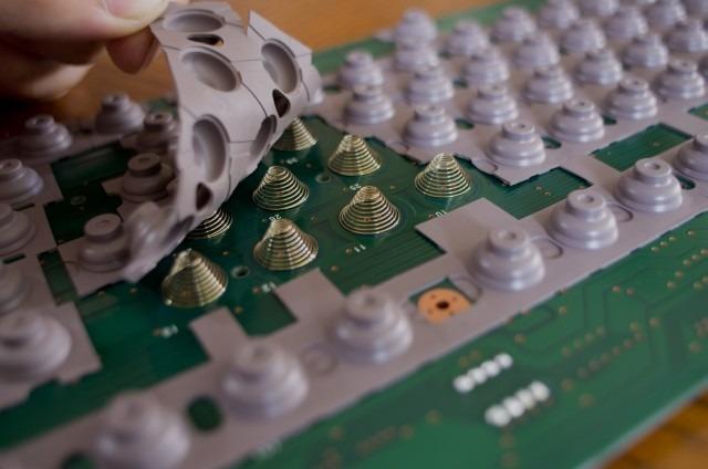 Placa de contacto de un teclado Topre.