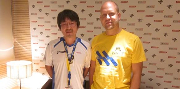 Naoya Hatsumi y Jon Murphy, productor y jefe de desarrollo de PES 2013.