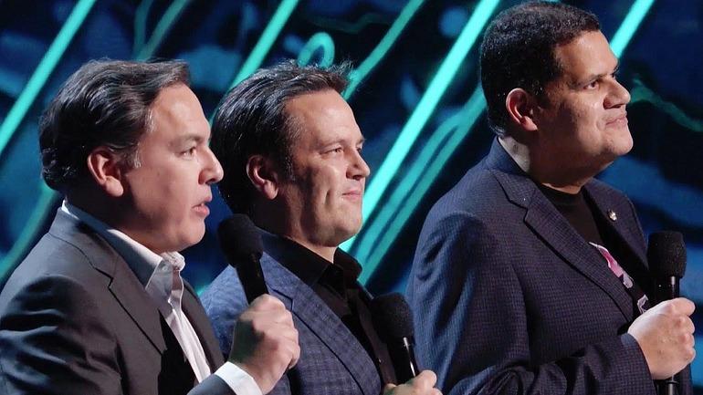 Shawn Layden, a la izquierda, junto a Phil Spencer y Reggie Fils-Aimé.