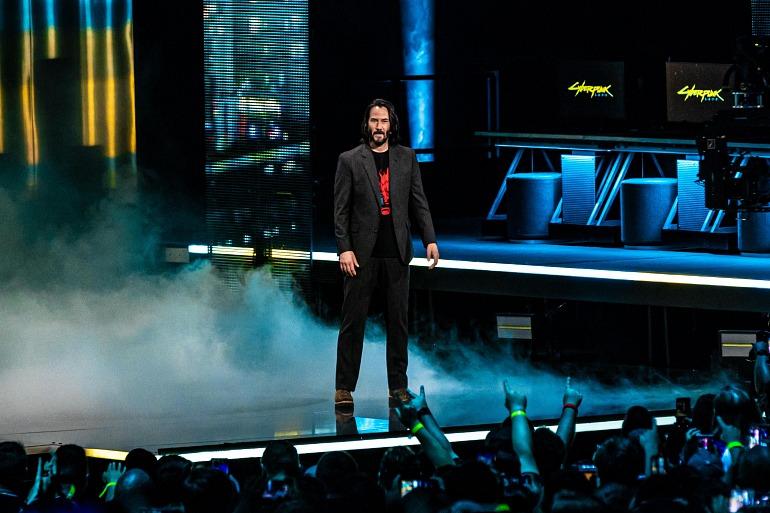 Keanu Reeves en la conferencia de Microsoft en el E3 2019 presentado su colaboración en el videojuego Cyberpunk 2077.